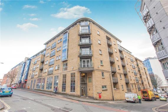 Hamilton Court, City Centre 2 bed flat - £1,200 pcm (£277 pw)