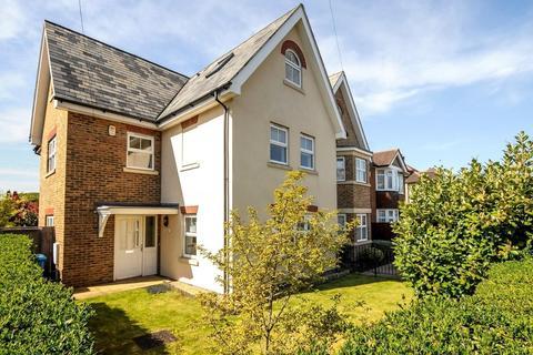 5 bedroom detached house to rent - Springfield Road, Windsor, Berkshire