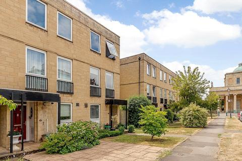 3 bedroom terraced house for sale - East Approach Drive, Cheltenham, Gloucestershire, GL52
