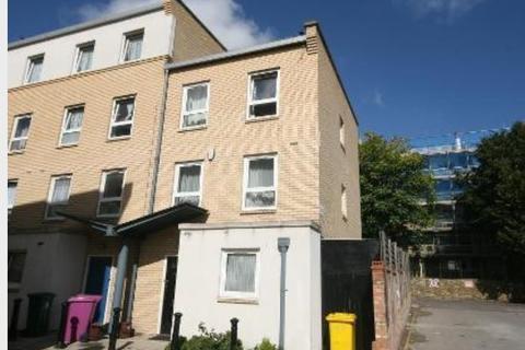 4 bedroom house to rent - Gaverick Mews, London