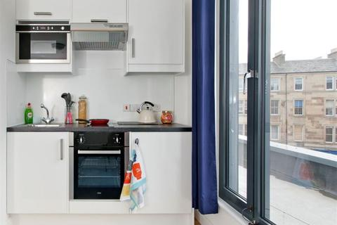 Studio to rent - Haymarket
