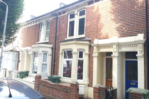 3 bedroom terraced house to rent - Frensham Road, Southsea, PO4 8AF