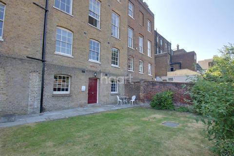 1 bedroom flat for sale - Robertson Villas, Nags Head Lane, ME1