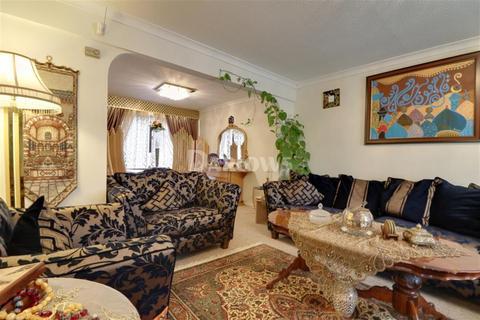 4 bedroom semi-detached house to rent - Pen-Y-Cefn