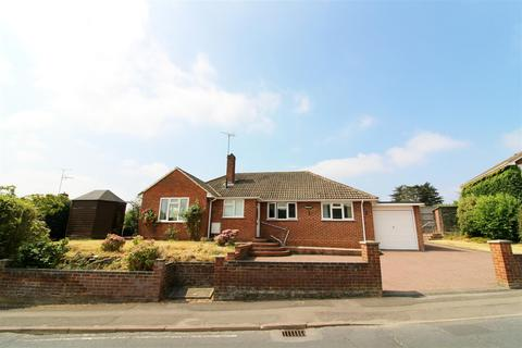 3 bedroom detached bungalow for sale - Micklands Road, Caversham, Reading