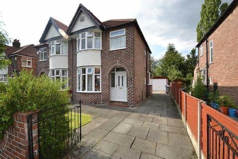 3 bedroom semi-detached house to rent - Walton Road, Sale
