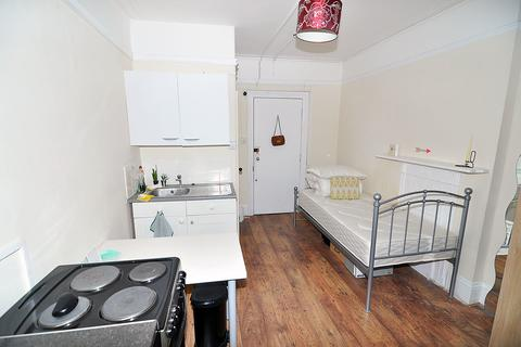 Studio to rent - Cheniston Gardens, High Street Kensington, London W8