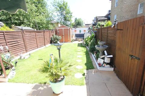 2 bedroom end of terrace house for sale - Holmesdale Road, London