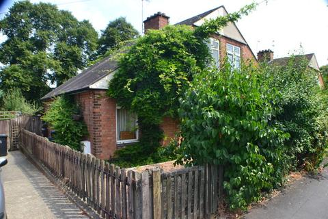 3 bedroom semi-detached house for sale - Herrick Road, Knighton, Leicester, LE2