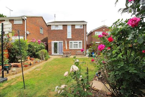 4 bedroom detached house for sale - Petunia Crescent, Chelmsford, CM1