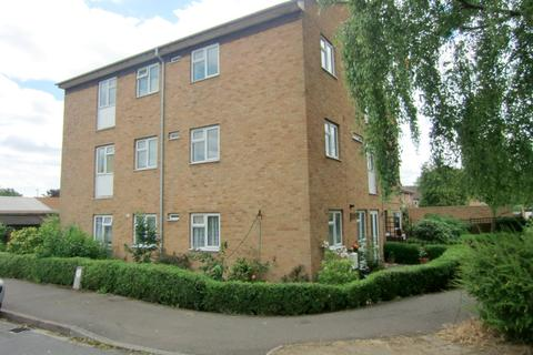 2 bedroom flat to rent - Unwin Road, Cheltenham