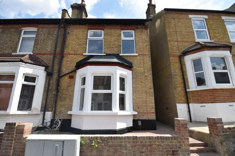 4 bedroom end of terrace house for sale - Roydene Road London SE18