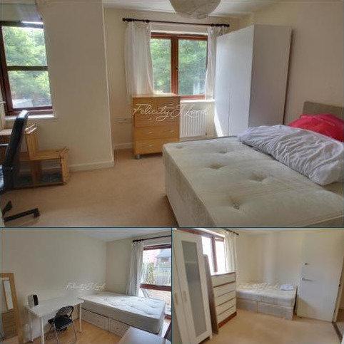 4 bedroom detached house to rent - Regeneration Road, SE16
