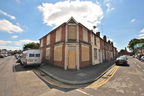 3 bedroom end of terrace house for sale - Little Johns Road, Reading, RG30 1LG