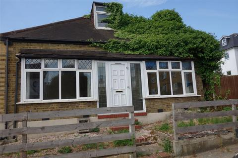 3 bedroom detached bungalow to rent - Oak Grove Road, Anerley, London