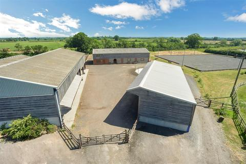 Equestrian facility for sale - Poundon, Bicester