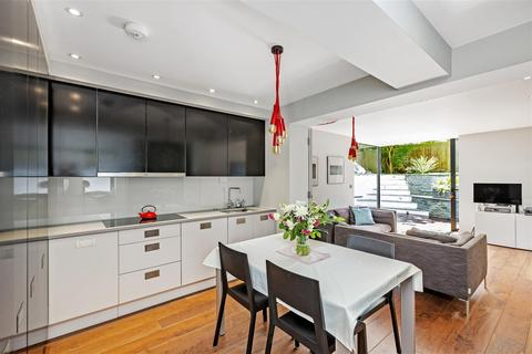 3 bedroom flat for sale - Homefield Road, Wimbledon Village