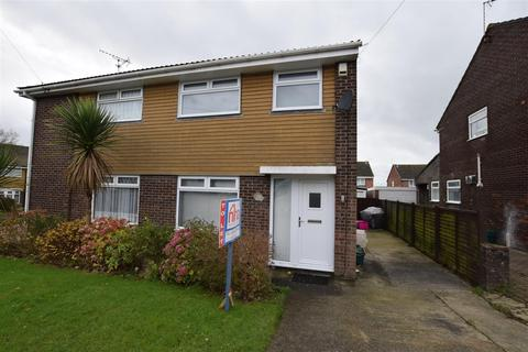 3 bedroom semi-detached house to rent - Andover Close, Barry