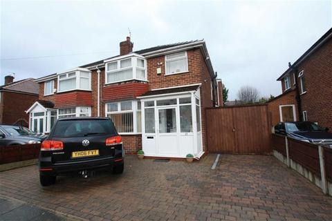 4 bedroom semi-detached house for sale - Lowton Road, Sale