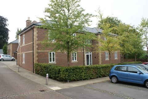 2 bedroom flat to rent - Loyd Lindsay Square, Winchester