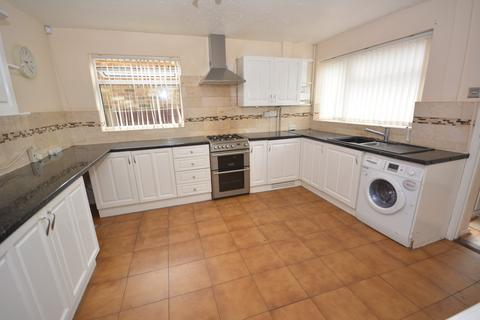 3 bedroom semi-detached house to rent - Springfield Road, Chelmsford, Essex, CM2