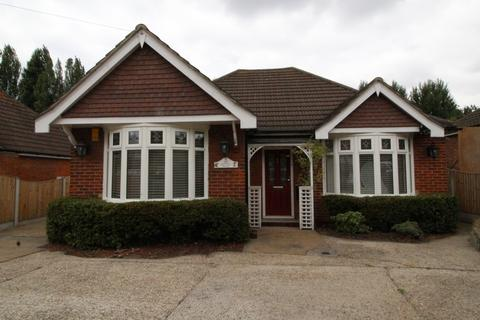3 bedroom detached bungalow for sale - Purfleet Road, Aveley, Essex, RM15