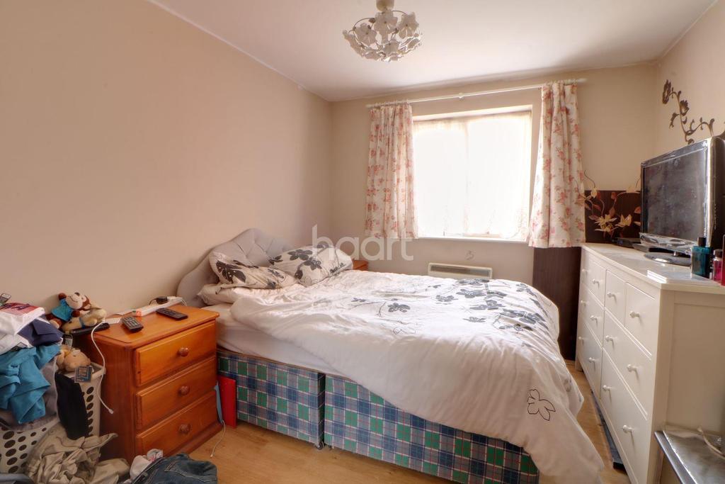 1 Bedroom Flat for sale in Coalmans Way, Burnham