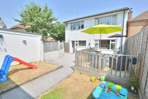 3 bedroom detached house for sale - Hillcrest Road, Poole, BH12 3LA