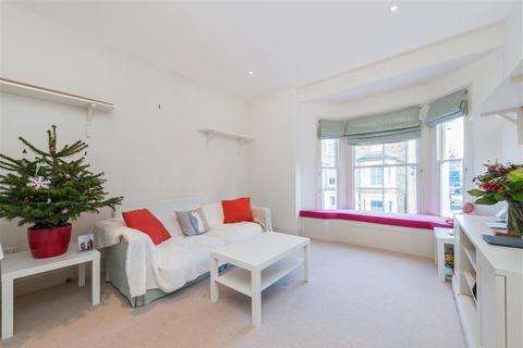2 bedroom flat to rent - Macfarlane Road, W12