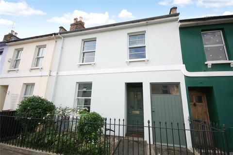 3 bedroom townhouse for sale - Naunton Crescent, Cheltenham, Gloucestershire, GL53
