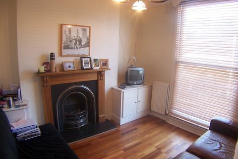 2 bedroom flat to rent - Wells Road, Flat 3, Shepherd's Bush W12