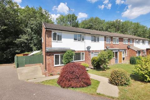 3 bedroom end of terrace house for sale - Knowle Close, Crowborough, East Sussex