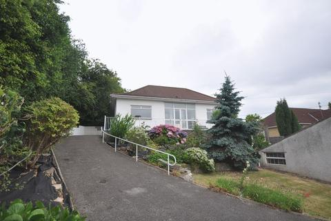 4 bedroom detached bungalow to rent - Orchard Road Kingswood