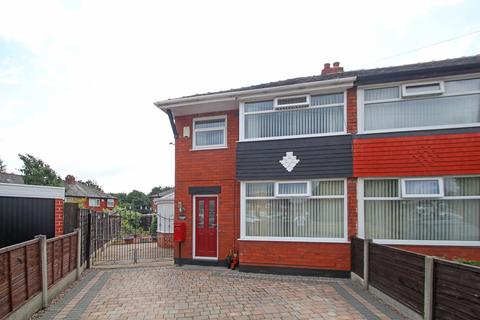 3 bedroom end of terrace house for sale - Wycombe Close, Davyhulme, Manchester, M41
