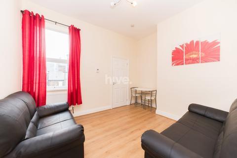 3 bedroom flat to rent - Simonside Terace, Heaton, Newcastle Upon Tyne