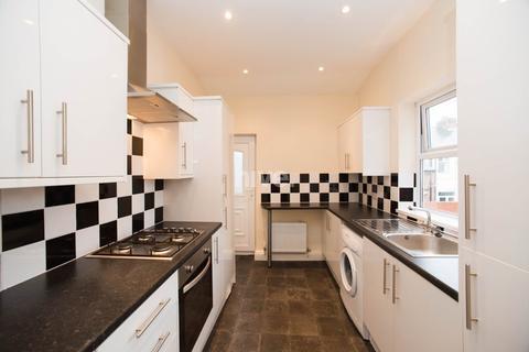 3 bedroom flat to rent - Eighth Avenue, Heaton, Newcastle Upon Tyne