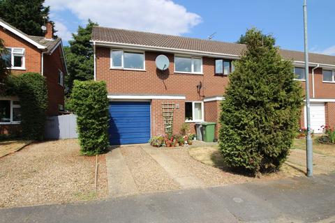 3 bedroom terraced house to rent - Dovedales Court, Norwich