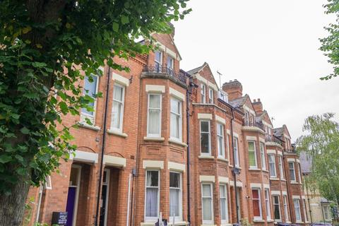 Studio to rent - Sandown Road, Stoneygate