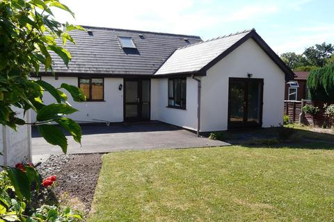 2 bedroom detached bungalow to rent - Pine Grove, Hereford, HR2