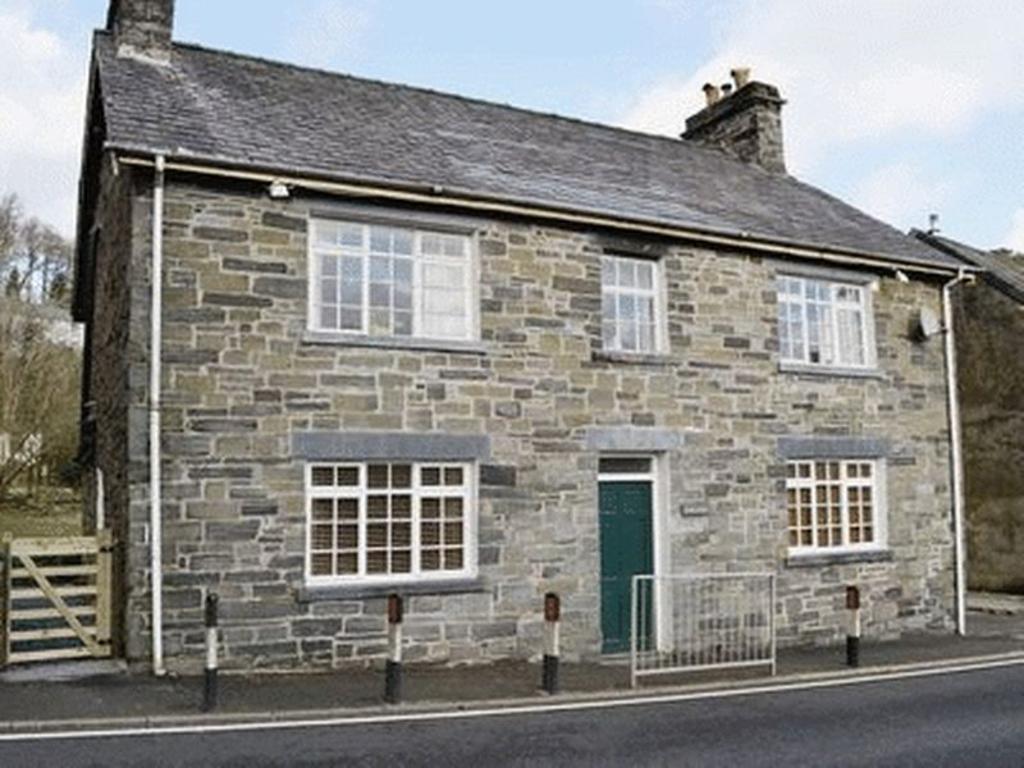 4 Bedrooms Detached House for sale in Dolwyddelan