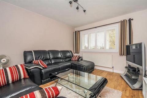 Studio to rent - Percy Gardens, Worcester Park, KT4 7SB