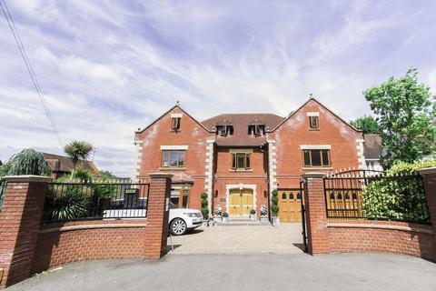 7 bedroom detached house for sale - Spareleaze Hill, Loughton, IG10