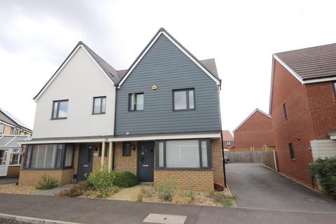 3 bedroom semi-detached house for sale - Moore Close, Wootton, Bedford