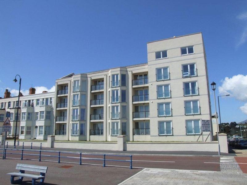 2 Bedrooms Flat for sale in Pwllheli