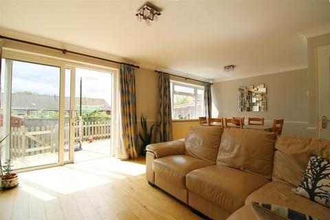 3 bedroom semi-detached house to rent - Kingsway, Caversham Park Village, Reading
