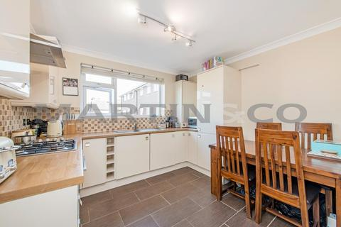 2 bedroom flat to rent - Hardwick Court , Wanstead