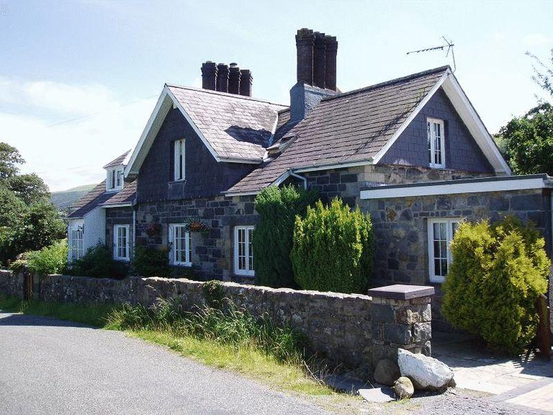3 Bedrooms Detached House for sale in Tal Y Bont