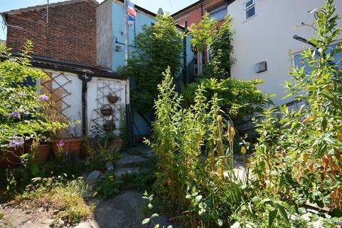 2 bedroom maisonette for sale - Carlton Road, Lowestoft