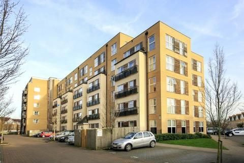 2 bedroom flat to rent - Langtry Court, Lanadron Close, Isleworth, TW7