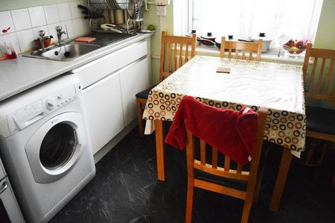 4 bedroom flat to rent - Mead Close, NW1